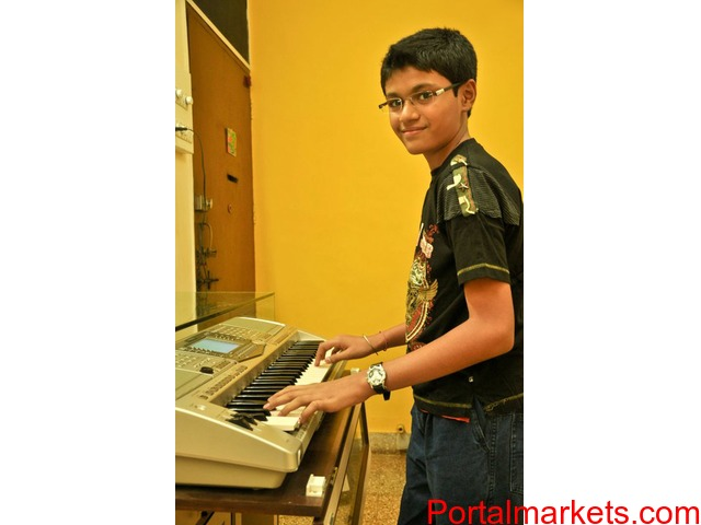 Required music teachers western instruments for Keyboard - 3/4
