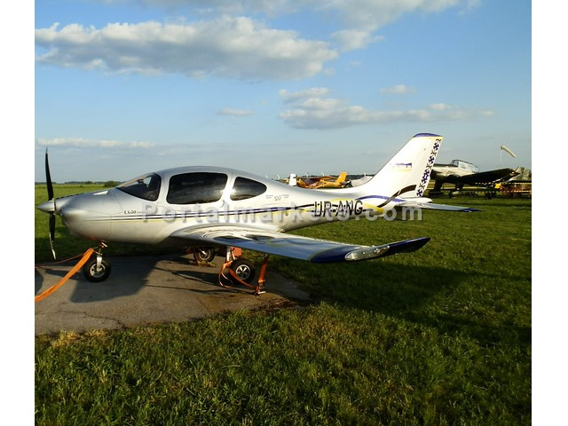 a light aircraft for sale - 1/3