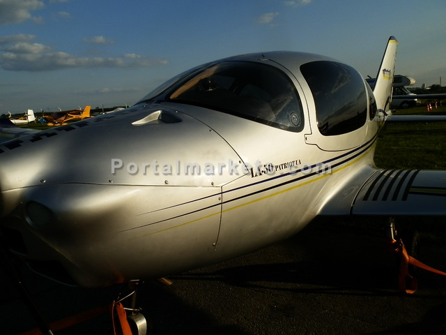 a light aircraft for sale - 2/3